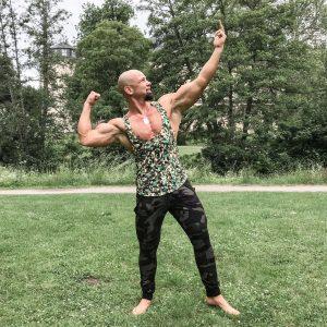 John Bodyfit Personal Trainer und Online Coach Posing