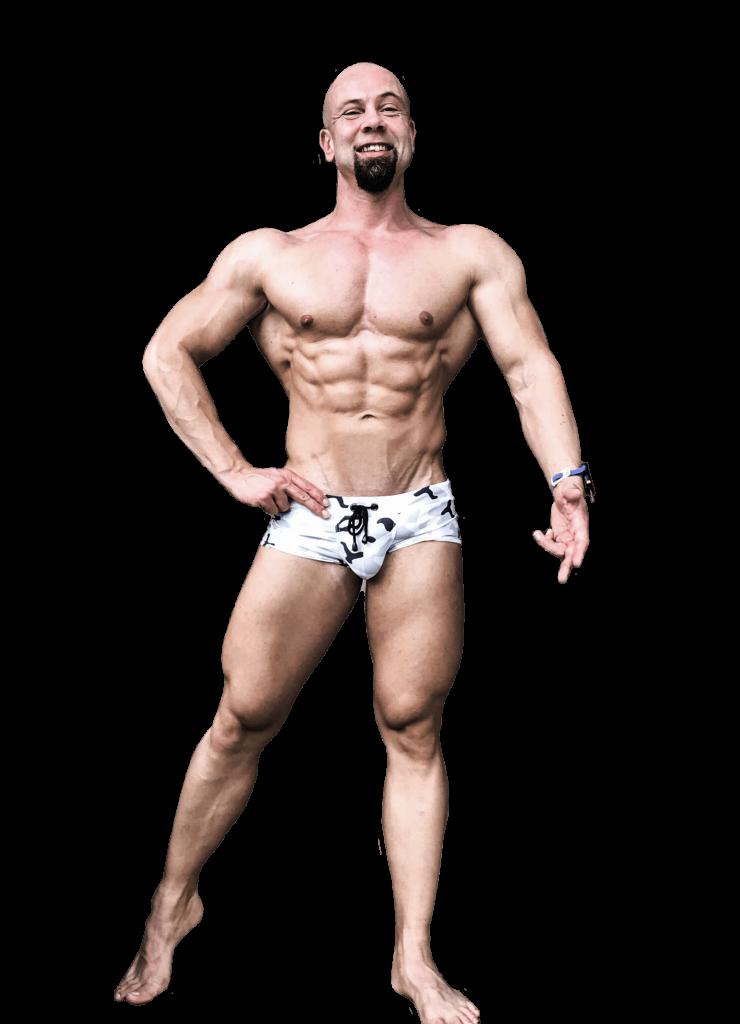 John Bodyfit Personal Trainer und Online Coach in Badehose